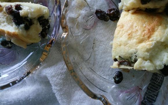 手作りお菓子 ホットケーキミックスと卵白とレーズンで