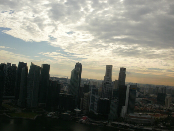 雲の散る空