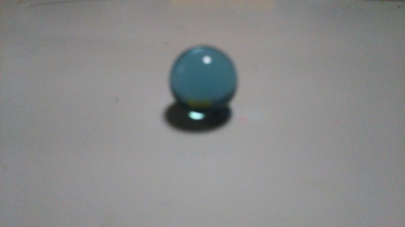 エッセイのモデル。ガラス玉。