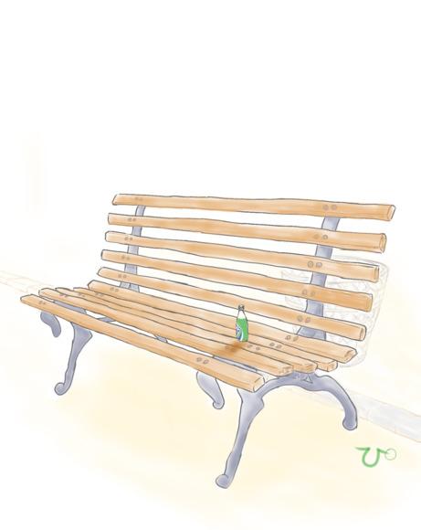 ベンチと残されたペットボトル