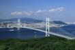 車窓から望む明石海峡大橋