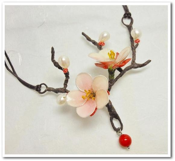 梅の花のネックレス