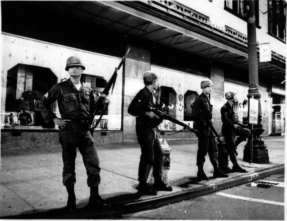 暴動で展開する州兵