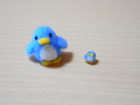 アデリーペンギンととても小さなアデリーペンギン