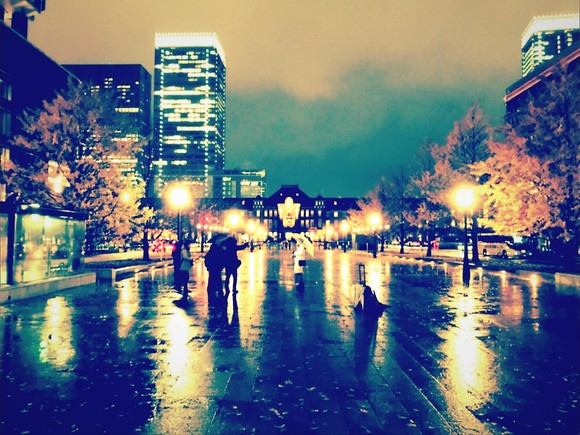 濡れる街路