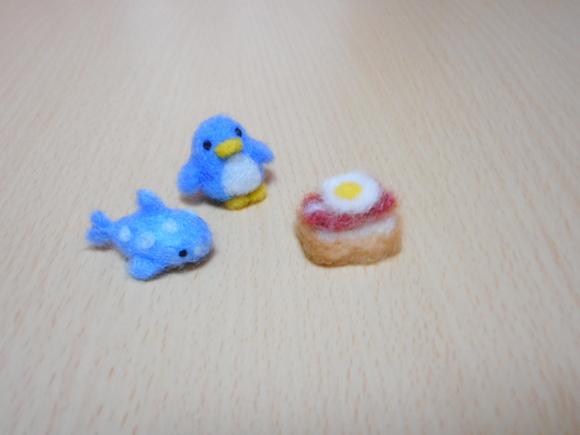 アデリーペンギンとジンベーザメとベーコンエッグトースト